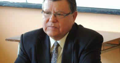 JUAN C. MEDINA ARÉVALO, NUEVO DIRECTOR DEL LICEO M. A. GUÍÑEZ R. DE PURÉN