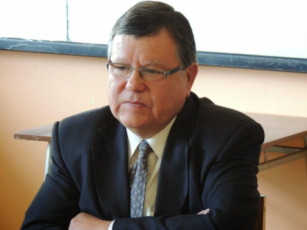 JUAN C. MEDINA ARÉVALO, GANÓ CONCURSO  DE DIRECTOR DEL LICEO «M. A. GUÍÑEZ R:»