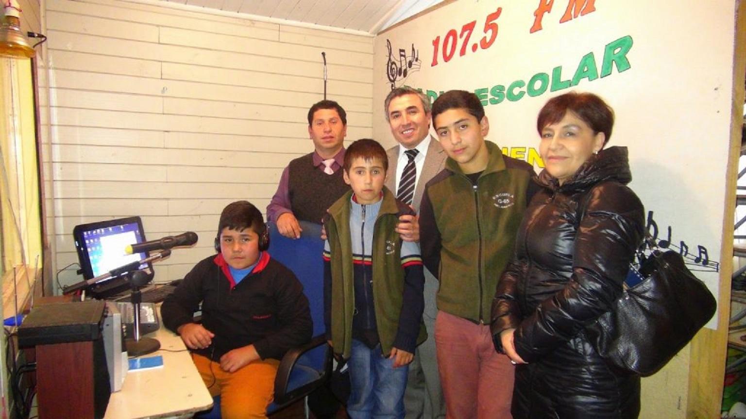 FM 107.5 RADIO ESCOLAR  EN ESC. «PELLAHUECO»
